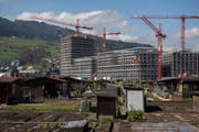 In Kriens wird fleissig gebaut. Hier die Überbauung Mattenhof. (Bild: Dominik Wunderli, Kriens, 10. April 2018)
