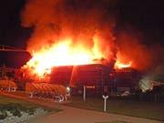 Um den Grossbrand zu löschen rückten 120 Feuerwehrleute aus. (Bild: BRK News)