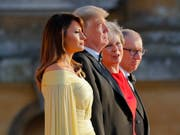 First Lady Melania Trump, US-Präsident Donald Trump, die britische Premierministerin Theresa May und ihr Mann Philip May während der Ankunftszeremonie beim Blenheim Palace. (Bild: Keystone/AP/PABLO MARTINEZ MONSIVAIS)