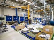 Das Wirtschaftswachstum in der Schweiz profitiert vom weiterhin gut laufenden Exportgeschäft, etwa in der Maschinenindustrie. (Bild: KEYSTONE/ALEXANDRA WEY)