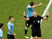 Der Argentinier Nestor Pitana (hier im Spiel Frankreich - Uruguay) pfeift den WM-Final (Bild: KEYSTONE/AP/HASSAN AMMAR)