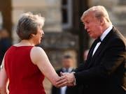 US-Präsident Donald Trump hat in einem Interview die sanfte Brexit-Strategie der britischen Premierministerin Theresa May kritisiert. (Bild: KEYSTONE/EPA AFP POOL/BEN STANSALL / POOL)
