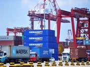 Trotz des Handelsstreits ist der Warenexport von China in die USA stark gestiegen. (Bild: KEYSTONE/AP CHINATOPIX)