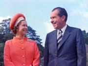 Die Queen hat schon viele Präsidenten der USA - wie etwa Richard Nixon 1970 - getroffen. (Bild: KEYSTONE/AP/AN)