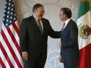 Die USA besuchen am Freitag Mexiko mit einer hochrangigen Delegation - angeführt von US-Aussenminister Mike Pompeo (links). (Bild: KEYSTONE/AP/MOISES CASTILLO)
