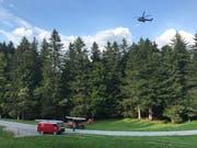 Ein Armeehelikopter mit Infrarotkamera stand im Einsatz. (Bild: Kantonspolizei Schwyz, 13. Juli 2018)