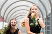 Ausgelassene Freude bei diesen Absolventinnen aus dem Gesundheitsbereich.(Bild: Eveline Beerkircher (Emmen, 4.Juli 2018))