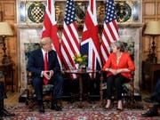 US-Präsident Trump und die britische Premierministerin Theresa May bei ihrem Treffen in der Nähe von London. (Bild: KEYSTONE/AP GETTY POOL/JACK TAYLOR)