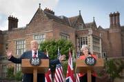 Donald Trump und Theresa May bei ihrer gemeinsamen Pressekonferenz in Aylesbury. (Stefan Rousseau/Getty, 13. Juli 2018)