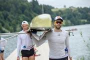 Kennen sich erst seit kurzem: Mario Gyr (rechts) und sein Ruderpartner Paul Jacquot. (Bild: Pius Amrein (Luzern, 11. Juli 2018))