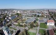 In dieser bereits überholten Bildmontage ist zu erkennen, dass das neue Verwaltungsgebäude lang sein wird, aber dafür nicht sehr hoch. (Bild: PD/Stadt Kreuzlingen)