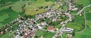 Wie sich das Dorf Gais über die Zeit verändert hat: Erkennbar auf den Luftaufnahmen von 1937 (oben) und 2004. (Bild: Staatsarchiv AR/Foto Gross)