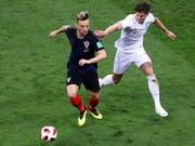 Wichtiger Eckpfeiler in Kroatiens Spiel: Ivan Rakitic, hier im Duell mit Englands John Stone (Bild: KEYSTONE/EPA/ABEDIN TAHERKENAREH)