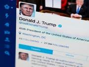 US-Präsident Donald Trump hat auf einen Schlag Hunderttausende Follower auf Twitter verloren. (Bild: KEYSTONE/AP/J. DAVID AKE)