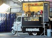 Die Ape, die dreirädrige Vespa, wird hier in Zürich zur rollenden Cafeteria. (Bilder: Sarah Coppola-Weber)