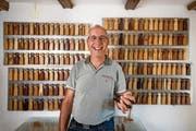 Meister der Chlefeli: Röbi Kessler in seiner Werkstatt. (Bild: Roger Grütter, Schwyz, 13.Juli 2018)