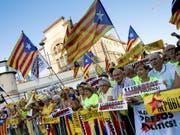 Separatisten am Samstag in Barcelona. (Bild: KEYSTONE/EPA EFE/ENRIC FONTCUBERTA)