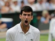 Novak Djokovic erreicht nach stundenlangem Kampf gegen Rafael Nadal den Final in Wimbledon (Bild: KEYSTONE/AP/BEN CURTIS)