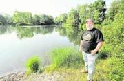 Martin Zoller steht hier nicht an einem See auf den Philippinen, sondern am Alten Rhein beim Rohr bei Diepoldsau. (Bild: Max Tinner)
