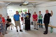 Gruppenweise haben sich die Besucher das Pfarrhaus angesehen. (Bild: Christoph Heer)