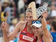Sarah Pavan (links) und Melissa Humana-Paredes setzten sich im Berner Oberland gegen die Titelverteidigerinnen durch (Bild: KEYSTONE/PETER SCHNEIDER)