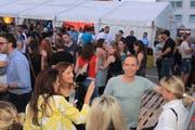 Das J&B Strassenfest entpuppte sich als friedlicher, generationenübergreifender Auftakt in die hiesige Sommerparty-Saison. (Bild: Christof Lampart)