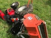 Ein 76-jähriger Mann ist bei Muttenz BL tödlich verletzt worden, weil sein Kleintraktor sich auf der Fahrt bergauf überschlug. (Bild: Kantonspolizei Basel-Landschaft)