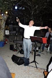 Sänger Marco Sacchetti lässt sich bejubeln. (Bild: Desirée Müller)