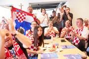Spannung während des WM-Finals im Lokal des kroatisch-schweizerischen Wirtschaftsclubs an der St. Karli-Strasse in Luzern. Bild: Jakob Ineichen (15. Juli 2018)