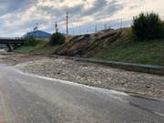 Nach starkem Regen, welcher die Region St.Gallen am frühen Sonntagabend erreichte, wurde bei Wil die Autobahn A1 geflutet. (Bild: pd)
