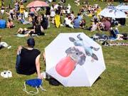 Neues Festivalgefühl auf dem Gurten: Die 35. Ausgabe des Gurtenfestivals war sonnig und friedlich; wegen der vergrösserten Fläche gab es kein Gedränge. (Bild: KEYSTONE/ANTHONY ANEX)