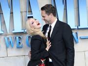 Zur Premiere des Kinofilms «Mamma Mia! Here We Go Again» sind am Montagabend Stars wie Amanda Seyfried und Thomas Sadoski auf dem blauen Teppich in London erschienen. (Bild: KEYSTONE/AP Invision/VIANNEY LE CAER)