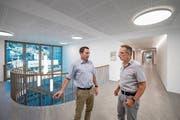 Gemeindeschreiber Reto Wermelinger (links) und Gemeindeammann Marcel Lotter im neuen Gebäude. (Bild: Pius Amrein (Malters, 16. Juli 2018))