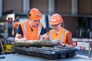 Ingenieur Dirk Alfermann und Geologin Anja Pestalozzi leiten die Bohrarbeiten in der Stadt. (Bild: Michel Canonica)