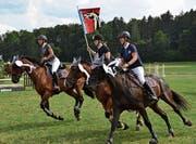 Die Reiterinnen des Reitvereins Tösstal holen sich den OKV-Sieg in Buch. (Bild: Margrith Pfister-Kübler)