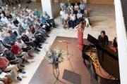Die in Zug aufgewachsene Geigerin Esther Hoppe und der italienische Pianist Lorenzo Cossi bei ihrem Auftritt. (Bild: Roger Zbinden (Baar, 15. Juli 2018))