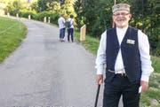 Silvan Altermatt von der Stiftung Willy Fries ist regelmässig im Drey-schlatt, um über die Ausstellung Auskunft zu geben. (Bild: Anina Rütsche)