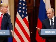 US-Präsident Donald Trump wurde nach seinem Treffen mit dem russischen Präsidenten Wladimir Putin scharf kritisiert - er habe sich nicht mit klaren Worten gegen die Einmischung Russlands in die US-Wahlen verwahrt. Sein Verhalten grenze an Hochverrat, sagte der frühere CIA-Chef John Brennan. (Bild: KEYSTONE/EPA/ANATOLY MALTSEV)