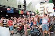 Die Kroaten waren begeisterte Besucher der Buchser Fanmeile, nicht nur - wie hier im Bild - am Finalspiel. (Bild: Alexandra Gächter)