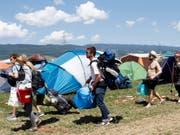 Festivalbesucher in der Zeltstadt des Paléo Festivals in Nyon. Rund 230'000 Menschen erwarten die Organisatoren bis Sonntag. (Bild: Keystone/SALVATORE DI NOLFI)