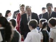 Uno-Generalsekretär António Guterres (Mitte) hat sich während einer Reise nach Costa Rica am Montag für die Wiederaufnahme des Friedensdialoges in Nicaragua eingesetzt. (Bild: KEYSTONE/EPA EFE/JEFFREY ARGUEDAS)
