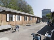 Abgewiesene Asylsuchende im beschleunigten Asylverfahren im Zentrum Juch in Zürich beanspruchten deutlich weniger Nothilfe als Personen im Regelbetrieb. (Bild: Keystone/GAETAN BALLY)