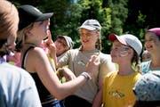 Mädchen des Blauring Altdorf bereiten sich mit der Kriegsbemalung auf das «Fighter-Game» vor. (Bild: Corinne Glanzmann, Buttisholz 16. Juli 2018)