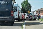 Kurz vor Lütisburg staut sich der Verkehr auch in Fahrtrichtung Wil. (Bild: Ruben Schönenberger)