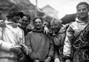 Die Alpinisten Heinrich Harrer, Andreas Heckmair, Fritz Kasparek und Ludwig «Wiggerl» Vörg (von links) porsieren nach der Erstbesteigung der Eigernordwand auf dem Eigergletscher für ein Foto. (Bild, Keystone (24. Juli 1938))