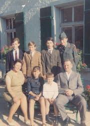 Von links (oben): Heinz, die Zwillinge Paul und Peter sowie Markus. Von links (unten): Mutter Claire, Zita, Stefan und Vater August. (Bild: PD)