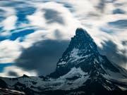 Das Matterhorn von der Schweizer Seite aus. Am Mittwoch stürzten an der Südflanke eine Bergsteigerin und ein Bergsteiger ab. (Bild: Keystone/VALENTIN FLAURAUD)