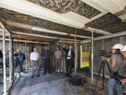 Die wertvollen Deckenmalereien im ersten Obergeschoss des Morell-Hauses haben den Brand und die Löscharbeiten weitgehend überstanden. (Bild: KEYSTONE/LUKAS LEHMANN)
