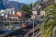 Bald fährt ab Luzern täglich ein Frühzug direkt nach Locarno - im Bild der Bahnhof. (Bild: Ti-Press / Samuel Golay)