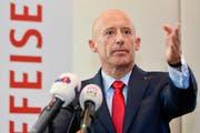 Mit seinem Rücktritt will Patrik Gisel die öffentliche Debatte um seine Person und die Bank beruhigen.(Bild: Keystone/Walter Bieri)